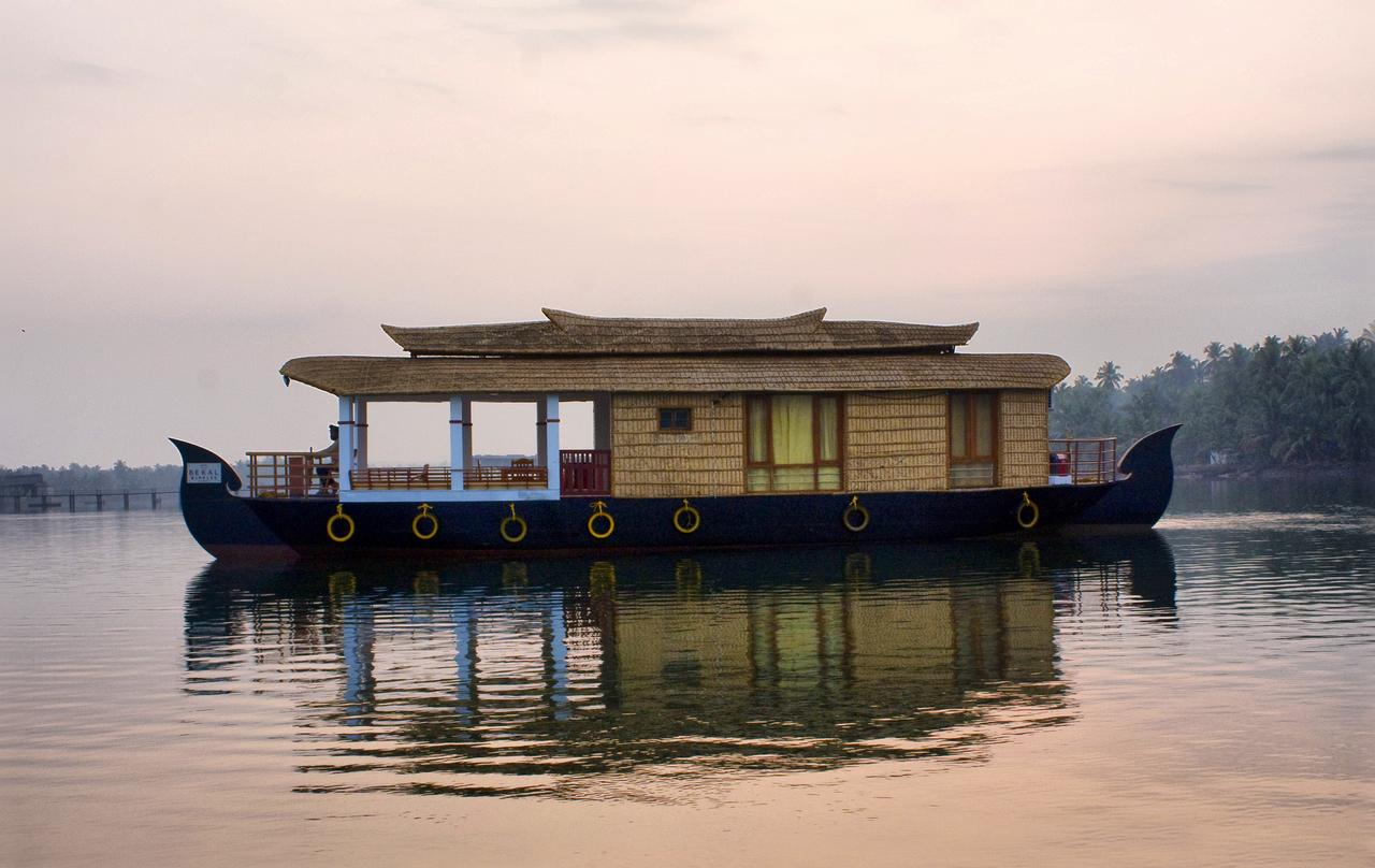 Fabulous Kannur Houseboat Backwaters Boat Stay In Kannur Bekal Download Free Architecture Designs Scobabritishbridgeorg